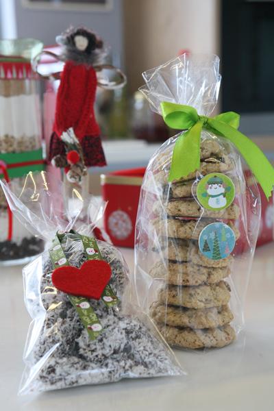 συνταγή για μπισκότα με βρώμη, καρύδα και σταφίδες