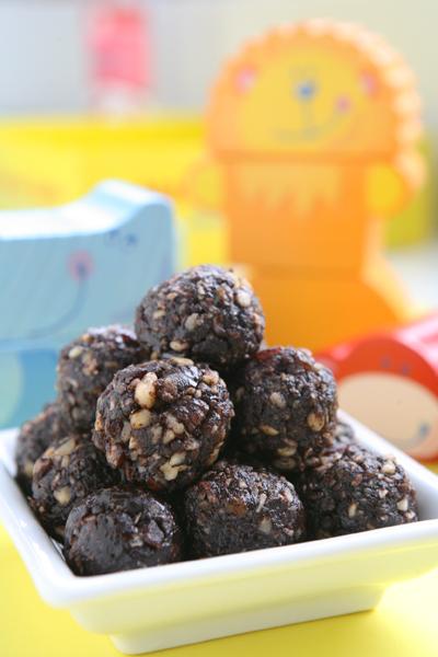 συνταγή για τρουφάκια σοκολάτας με χαρουπάλευρο αντί για σοκολάτα
