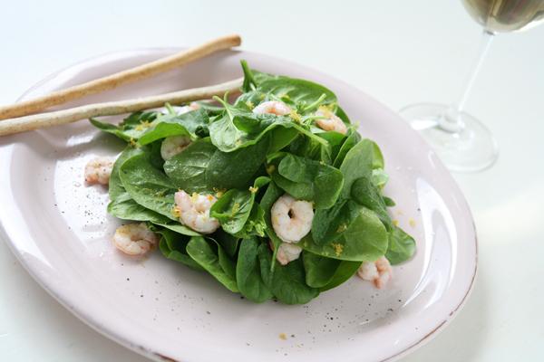 συνταγή για φρέσκια σαλάτα με σπανάκι & γαρίδες