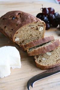 συνταγή για ψωμί με σύκα & φουντούκια