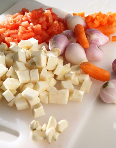συνταγή φασολάδα με σελινόριζα και λουκάνικο