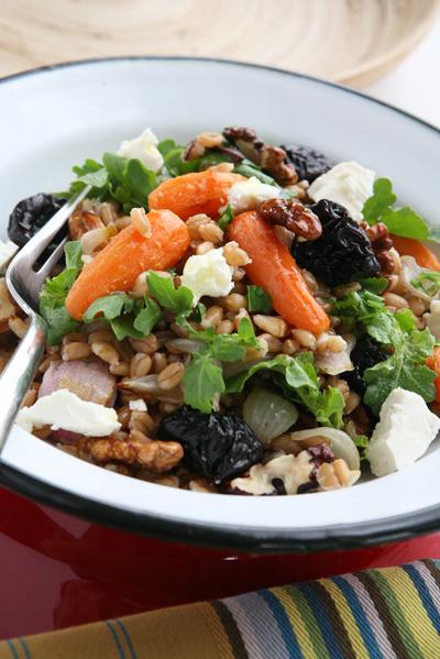 σαλάτα με λαχανικάκαι σιτάρι