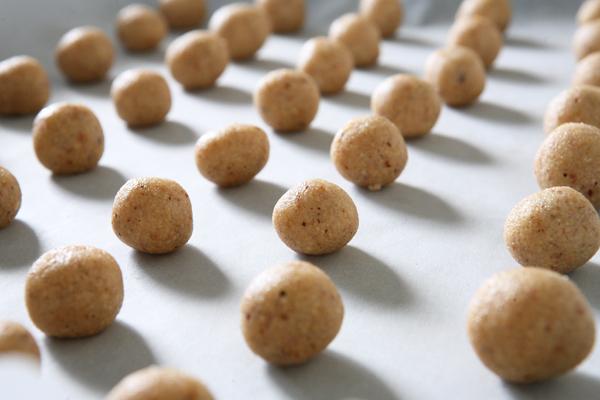 υνταγή μπισκοτάκια με φουντούκια και σοκολάτα
