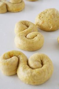 συνταγή τσουρεκάκια με σαφράν